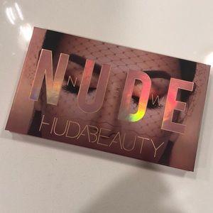 Huda Beauty New Nude Eyeshadow Palette